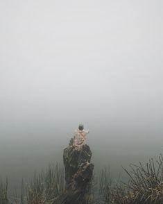 Ranu ReguloSiang dan malam kau termangu tenang, daun-daun jatuh ikuti airmu mengalir. Kau tetap rimbun meski berganti cuaca, segalanya yang hidup terlena berlama-lama. Sesosok tua ringkih tak...