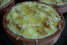 Mamaliguta cu jumari la cuptor Romanian Food, Romanian Recipes, Camembert Cheese, Mashed Potatoes, Pudding, Pie, Ethnic Recipes, Desserts, Salads