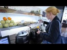 Ресторан самообслуживания - http://russiatoday.eu/restoran-samoobsluzhivaniya/ Ресторан со «шведским столом»Рестораны самообслуживания характеризуются быстрым обслуживанием в режиме «шведского стола» (очень удобно для студентов и офисных работников, у которых очень мало вр