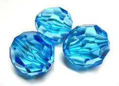 Aqua faceted 28 x 28mm beads. These beads are perfect for creating larger brightly coloured necklaces #beads #acrylicbeads