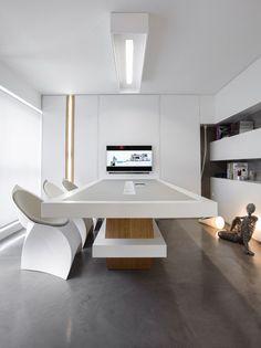 Office Interior Design di BllendDesignOffice // #bafco #bafcointeriors Visit www.bafco.com for more inspirations.