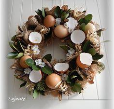 Felt Flower Wreaths, Easter Wreaths, Christmas Wreaths, Eastern Holiday, Fleurs Diy, Easter 2020, Cute Christmas Gifts, Easter Celebration, Easter Crafts For Kids