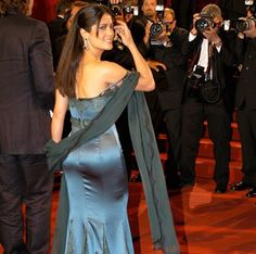Salma Hayek booty in a strapless satin gown on the red carpet