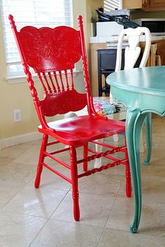 LOVE the red chair with the turquoise table! I must recreate this. From the Sassy Pepper. LOVE the red chair with the turquoise table! I must recreate this. From the Sassy Pepper. Table Turquoise, Red Turquoise, Aqua, Turquoise Kitchen, Red Painted Furniture, Painted Chairs, Painting Furniture, Painted Kitchen Tables, Painted Tables