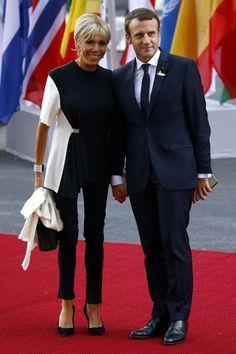 Brigitte Macron talks marriage age gap with French President Emmanuel Macron French First Lady, Presidents Wives, Beaux Couples, Brigitte Macron, Emmanuel Macron, Miranda Kerr, Looking For Women, Short Skirts, Nice Dresses