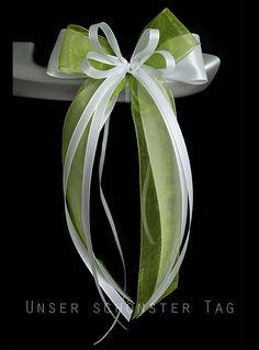 10 x Antennenschleife / Autoschleife  Aus 5 Taft- und Organzabändern ( in verschiedenen Breiten ) mehrlagig gebundene Schleife, verziert mit Perlenherz.  Farbe : weiß-hellgrün  Größe der...