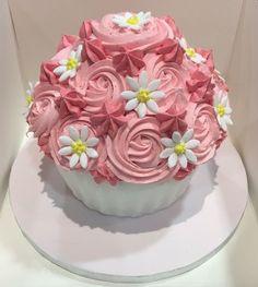 Giant cupcake cake with daisies Giant Cake, Giant Cupcake Cakes, Cupcake Frosting, Daisy Cakes, Large Cupcake, Cake Smash, Beautiful Cakes, Daisies, Cake Designs