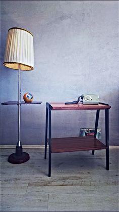 Polski design: fornirowany, błyszczący stoli z lat 60.