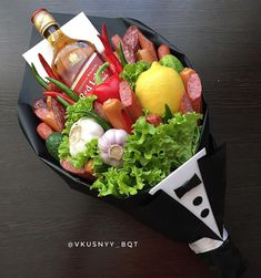 Romantic gifts valentines day sweets and flowers for girl friend 24 – fugar Food Bouquet, Gift Bouquet, Fruit Flower Basket, Alcohol Bouquet, Chocolate Bouquet Diy, Vegetable Bouquet, Fruit And Vegetable Storage, Personalised Gifts Diy, Edible Bouquets