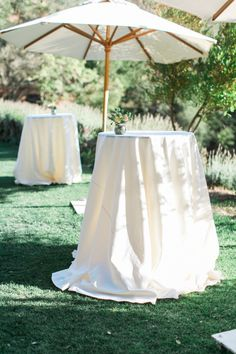 42 Simple And Elegant White Wedding Decor Ideas For Romantic Wedding Umbrella Wedding, Tent Wedding, Dream Wedding, Wedding Day, Wedding Props, Wedding Tables, White Wedding Decorations, Wedding Centerpieces, All White Wedding
