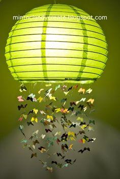 Lampara con mariposas moviles. Materiales: Tanza, lampara de papel, mariposas plasticas o papel, pistola encoladora. tijeras.