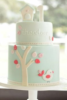My Little Love Bird Cake Hello, birdie! Baby only turns 1 once — and mama's ready to go all out to celebrate the occasion. Celebrate the love you feel for your lil one with a cake that's equally lovely. This just might be the sweetest first birthday cake we've ever seen!Source: Hello Naomi