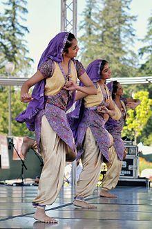 Bhangra dance performance in Canada, the vigorous dance of the Punjabis of India Punjabi Culture, India Culture, Tango, Bhangra Dance, Indian Classical Dance, Folk Dance, Dance Art, Patiala Suit, Ballet