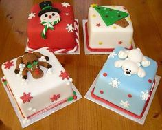 Miniature Christmas Cakes for aunty to give away Mini Christmas Cakes, Christmas Cake Designs, Christmas Cake Decorations, Miniature Christmas, Christmas Sweets, Holiday Cakes, Christmas Cooking, Christmas Goodies, Holiday Treats