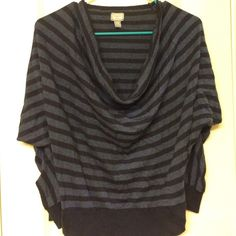 Converse sweater top Great for fall  only worn a few times Converse Sweaters