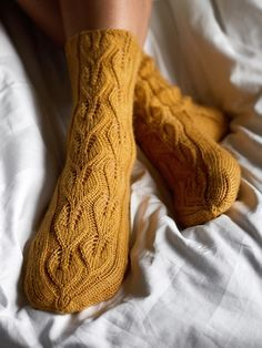 Free Knitting Pattern for Under the Birch Tree Lace Socks - Knitting Lace Knitting, Knitting Socks, Knitting Stitches, Knitting Patterns Free, Knit Patterns, Knit Crochet, Knitting Tutorials, Vintage Knitting, Crochet Granny