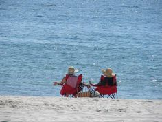What do you think they are talking about? — with Debbie Sanders and Anna Franco Cox. #GulfShores #OrangeBeach
