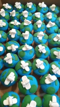 Little jet airplane cupcakes