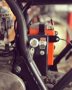 Yamaha Cafe Racer, Honda Scrambler, Yamaha Virago, Moto Cafe, Cafe Racer Build, Cb750, Tracker Motorcycle, Motorcycle Paint Jobs, Motorcycle Seats