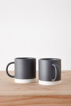 Made from stoneware and featuring a two-tone effect, the MT Mug Set comes in a pack of two. These mugs have a 350mL capacity and are dishwasher and microwave safe. Composition: Stoneware. Dimensions: 8cm x 9cm 350mL.