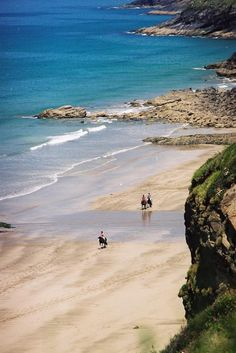 Druidston Beach on St Brides Bay in Pembrokeshire is a cool place to visit. https://www.qualitycottages.co.uk/aroundwales/druidston-beach-pembrokeshire/