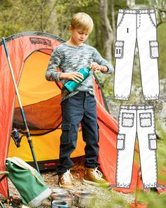 Rough and tough play in the wilderness requires the right equipment, like these robust cargo trousers that also rank high in functionality. The flaps on the side patch pockets close with practical snaps so that nothing gets lost.