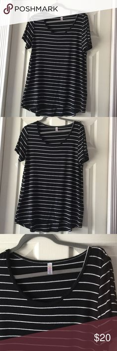 Lularoe Black and White Stripe Classic T Size Medium, In used condition, piling/fuzziness is shown on photos. Take in consideration that the white stripes throw off white fibers on to the black part from the top. Other than no rips or stains. 96% spun polyester 4% spandex. Made in Mexico. LuLaRoe Tops Tees - Short Sleeve