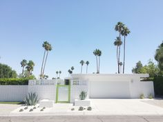 Yearly trips to Palm Springs Modern Landscape Design, Landscape Plans, Modern Landscaping, Palm Springs Houses, Palm Springs Style, Bungalows, Modern Exterior, Exterior Design, Palm Springs Mid Century Modern