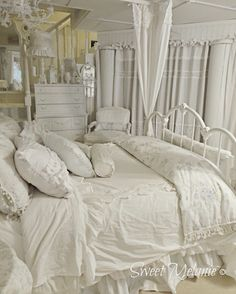 Shabby Chic Furniture In a family room, try to arrange your furniture into centers. Pretty Bedroom, Shabby Chic Bedrooms, Shabby Chic Homes, Shabby Chic Furniture, Dream Bedroom, Shabby Chic Pink, Shabby Chic Style, White Rooms, Beautiful Bedrooms