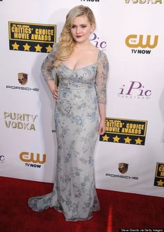 Abigail Breslin Hollywood Heroines, Hollywood Celebrities, Hollywood Actresses, Choice Awards, Abigail Breslin, Another A, Sexy Gown, Low Cut Dresses, Gorgeous Blonde