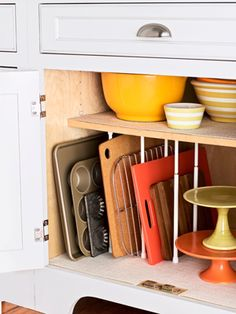 Easy organizing: Kitchen cookware