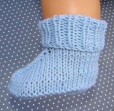 tutorial e instrucciones para hacer patucos a dos agujas Knitting For Kids, Knitting Socks, Baby Knitting, Crochet Baby, Crochet Top, Knitted Slippers, Slipper Socks, Diy And Crafts, Arts And Crafts