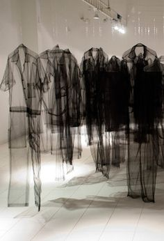 (like Boltanski) Claudia Casarino - installation Fashion Installation, Installation Art, Art Textile, Textile Artists, Bokashi, Textiles, Land Art, Urban Art, Art Direction