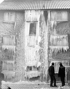 Frozen flats in Birmingham in the big freeze of 1963 The big freeze, 1963 - Birmingham Live Old Pictures, Old Photos, Big Freeze, Birmingham City Centre, Birmingham England, Birmingham 1963, Nostalgic Images, West Midlands, Back In Time
