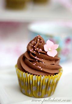 Pullahiiren leivontanurkka on leivontablogi, josta löydät herkulliset reseptit kakkujen, keksien ja muiden leivonnaisten leivontaan ja koristeluun. Chocolate Cupcakes, Beautiful Cakes, Cake Decorating, Easter, Baking, Sweet, Desserts, Recipes, Food