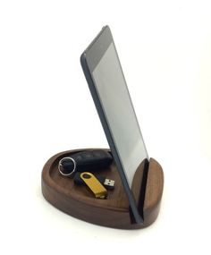 Wooden stand for phone. Unique handmade wooden gifts - Iphone Phone Stand - Ideas of Iphone Phone Stand - Wooden stand for phone. Iphone Holder, Iphone Stand, Iphone Phone, Cell Phone Holder, Wooden Gifts, Wooden Art, Handmade Wooden, Diy Wood Projects, Wood Crafts