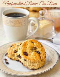 Traditional Newfoundland raisin tea buns are a cousin to scones and biscuits. Everyone s Mom or Nan made them. Perfect with a steaming cup of tea. Scones, Baking Recipes, Cookie Recipes, Scone Recipes, Bread Recipes, Yummy Recipes, Newfoundland Recipes, Terra Nova, Tea Biscuits
