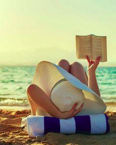 Hoje em dia não tem como ir em algum lugar paradisíaco e não tirar uma foto, não é mesmo?! O verão chegou e muitas pessoas vão curti-lo em praias, por isso selecionamos algumas fotos inspiradoras para que você possa fazer alguns cliques surpreendentes e nada monótonos. Muitas de nós não querem tirar fotos de biquini …