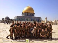 IDF soldiers on the Temple Mount…hopefully the first of many pictures like this