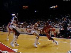 80s & 90s NBA gifs Michael Jordan Gif, Michael Jordan Chicago Bulls, Michael Jordan Basketball, Jordan 23, Basketball Videos, Sports Basketball, Nba Best Dunks, Michael Jordan Highlights, Jumpman Jordans