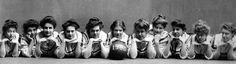 Vintage Women's Basketball Teams: So Funny! Basketball Photos, Sports Basketball, Basketball Jersey, Basketball Players, Funny Vintage Photos, Sports Fanatics, Sport Craft, Photos Of Women, Girls Be Like