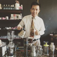 Mampir bentar sambil racik minuman  #coffee #manualbrew #v60 #singleorigin #pourover #deliziocafe #modestocoffee #partikelcoffee http://ift.tt/20b7rle