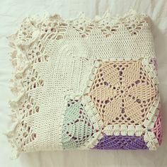 ByHaafner, crochet, hexagon throw, blanket, pastel, crochet border