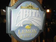 Cerveja Abita Lemon Wheat, estilo American Wheat/Rye, produzida por Abita Brewing Company, Estados Unidos. 4.4% ABV de álcool.