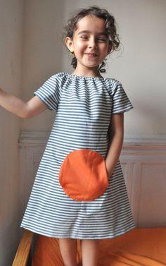 Magical pocket dress Summer style to von ManiMina auf Etsy Mehr Kids Clothes Patterns, Baby Dress Patterns, Little Girl Dresses, Girls Dresses, Summer Dresses, Little Fashion, Kids Fashion, Sewing Clothes, Diy Clothes