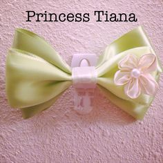 Tiana | Disney ribbon hair bow clip ($7.50) ❤ liked on Polyvore featuring accessories, hair accessories, ribbon hair bows, disney, disney hair accessories, long hair accessories and hair bows