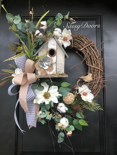 Perfect to decorate your door for many months.- Perfect to decorate your door for many months. Perfect to decorate your door for many months. Wreath Crafts, Diy Wreath, Wreath Burlap, Tulle Wreath, Wreath Ideas, Diy Spring Wreath, Spring Crafts, Easter Wreaths, Holiday Wreaths
