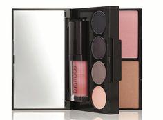 Laura Mercier Colour-To-Go #Palette in SmokyViolet - via fête à fête blog #holiday #makeup