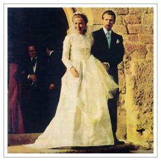 la mariée et le marié sortant de l'église