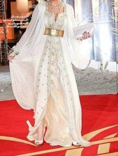 Fashion Arabic Style Illustration Description Caftan – Read More – Moroccan Bride, Moroccan Caftan, Style Oriental, Oriental Fashion, Arab Fashion, Indian Fashion, Moda India, Beautiful Dresses, Nice Dresses